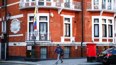 Londres frente da embaixada do Equador